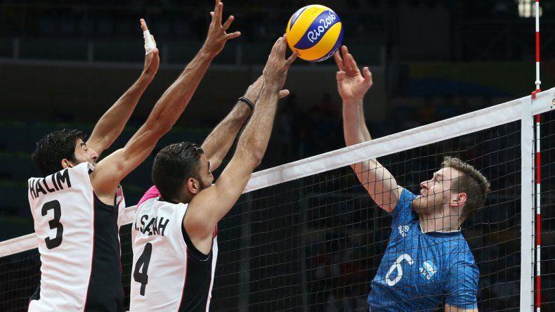 La selección argentina de vóleibol irá esta tarde en busca de un lugar en las semifinales del torneo de Río.