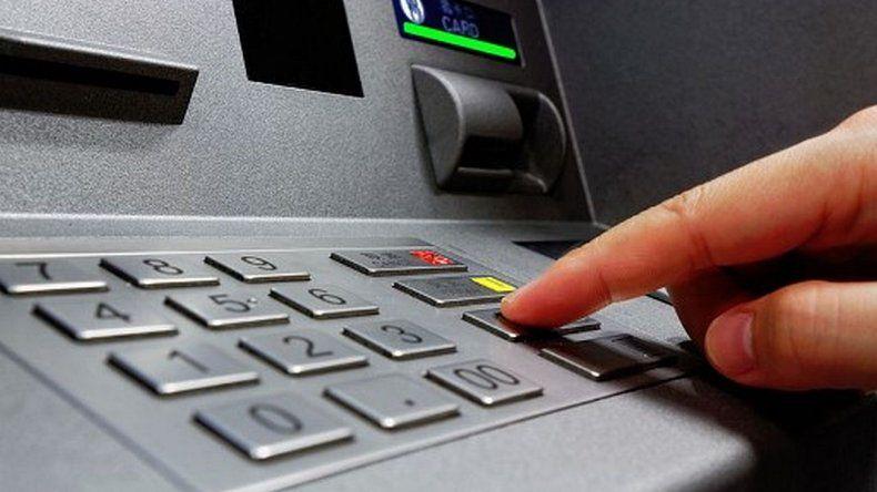 Adelantan para mañana el depósito del segundo tramo de sueldos a estatales provinciales