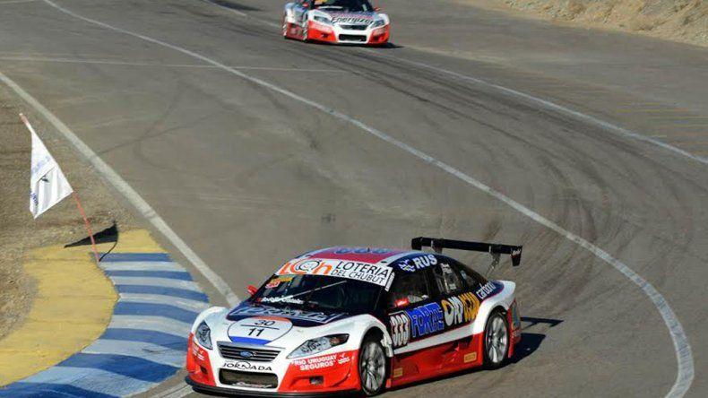 El Ford de Gustavo Micheloud que se ubica noveno en el campeonato de la TRV&.