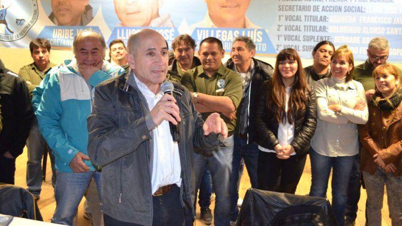 El encuentro fue en el Parque Saavedra donde José Llugdar recibió la adhesión del gremialista petrolero Jorge Avila y del intendente Carlos Linares.
