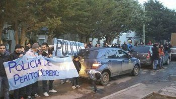 Policías que mantienen la medida de fuerza en Perito Moreno serían imputados por acciones amenazantes contra compañeros que no se plegaron.