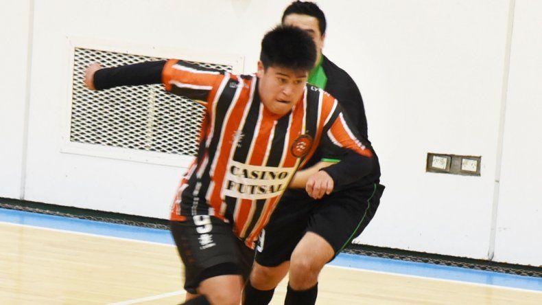 Casino Club Futsal venció 5-3 a Locos x El Fútbol y de esa manera se reencontró con el triunfo.