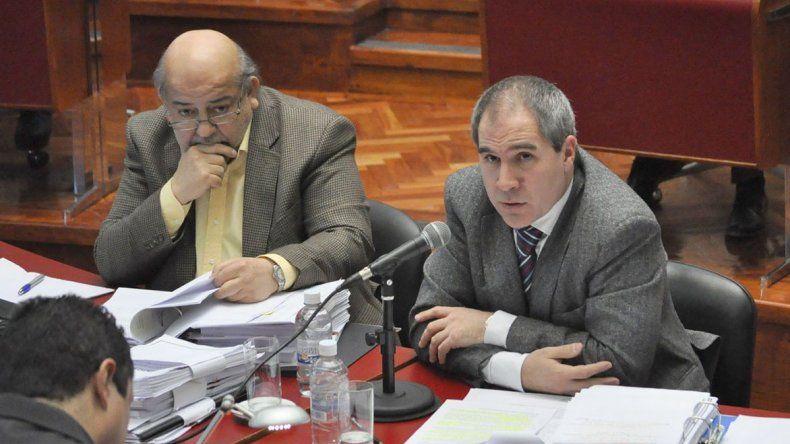 Pablo Oca durante su exposición de ayer ante los integrantes de la Legislatura de Chubut.