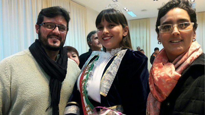 Martina Scavuzzo es la primera hija que nació fruto del amor de dos integrantes de un cuerpo de baile de una colectividad. Mañana representará a la Asociación Italiana en la elección de la reina de la Federación.