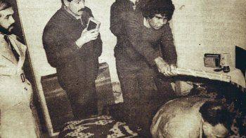 Santos Purulla muestra al juez Alberto Ravazzoli cómo mató a golpes al marido de su amante. La frialdad sorprende. Junto a Ramona Marcial, fueron condenados a perpetua, pero decretos provinciales les permitieron recuperar la libertad condicional a comienzos de este siglo.