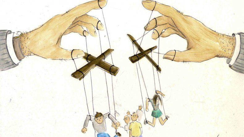 La iniciativa política y las internas palaciegas
