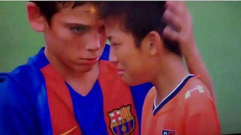 El emotivo gesto de los chicos del Barcelona con sus rivales