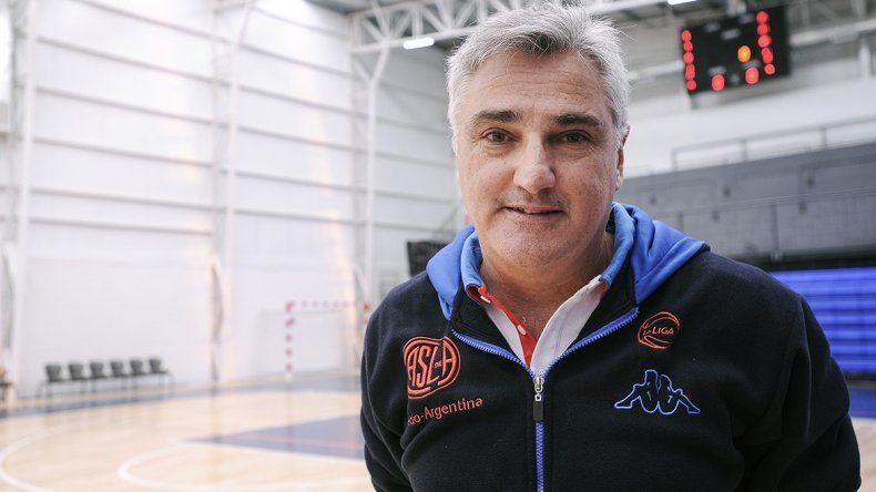 Julio Lamas elogió a Emanuel Ginóbili y Luis Scola a quienes considera son los mejores basquetbolistas FIBA de la historia.