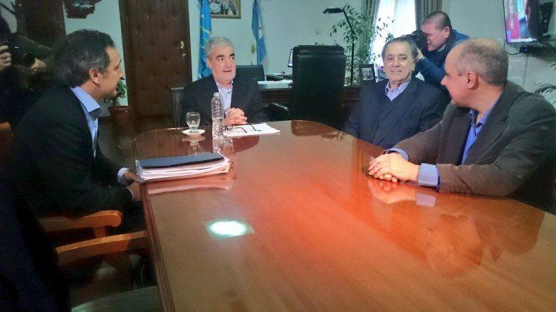 Das Neves y Bulgheroni evaluaron las condiciones de la producción petrolera