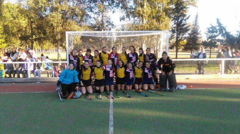 Los equipos femeninos de Náutico Rada Tilly y Comodoro RC.