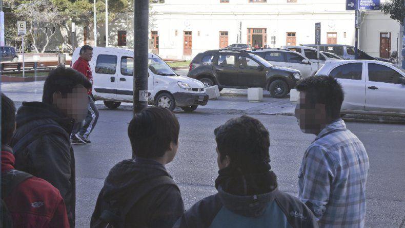 Las víctimas se refugiaron en un comercio. Un picadito en el centro terminó en un robo.