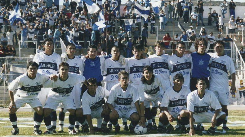 El plantel que salió campeón en el torneo Zonal en 2004.