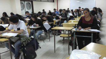 Concentrados, los estudiantes ponen a prueba sus conocimientos en Anatomía. La región aguarda expectante la graduación de los primeros médicos de la UNPSJB.