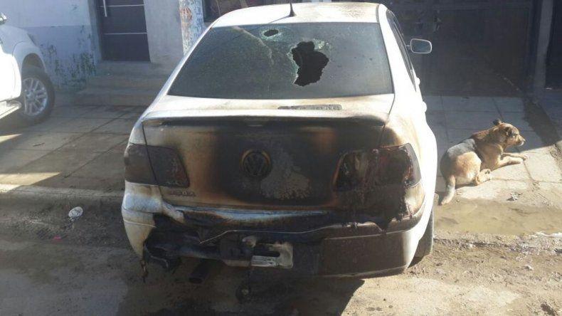 Por segunda vez y en menos de dos semanas queman un auto