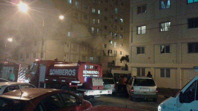 Incendio en Las Torres: se habría originado por la explosión de un cargador de celular