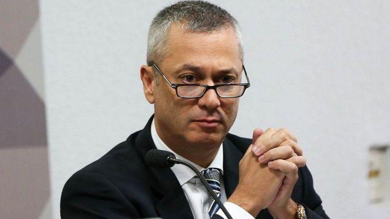 Fabio Medina Osorio fue echado a través de una comunicación telefónica por el presidente Michel Temer.
