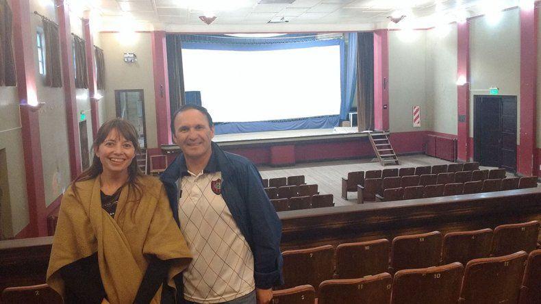 Emanuel Serón y Maite Luque en el viejo cine de Diadema.