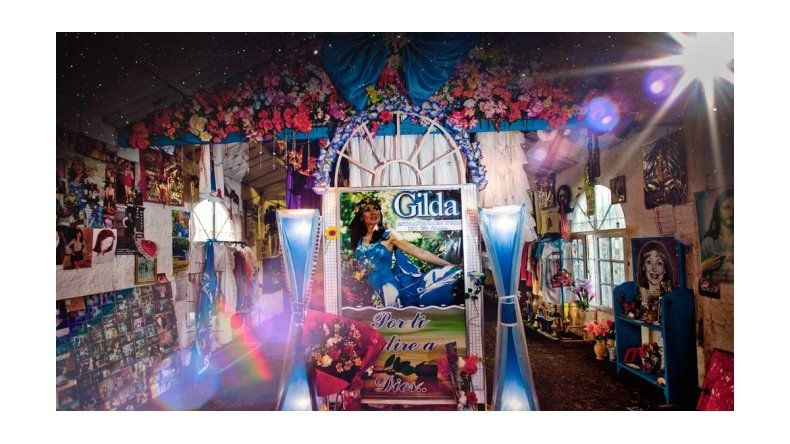 La polémica detrás del santuario de Gilda, a cuatro días del estreno de la película