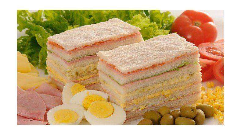 El sandwich de miga se vende cinco veces su costo