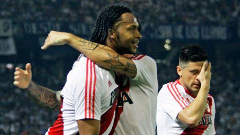Arturo Mina viene de marcar el gol del triunfo de River el último domingo ante Talleres en Córdoba.