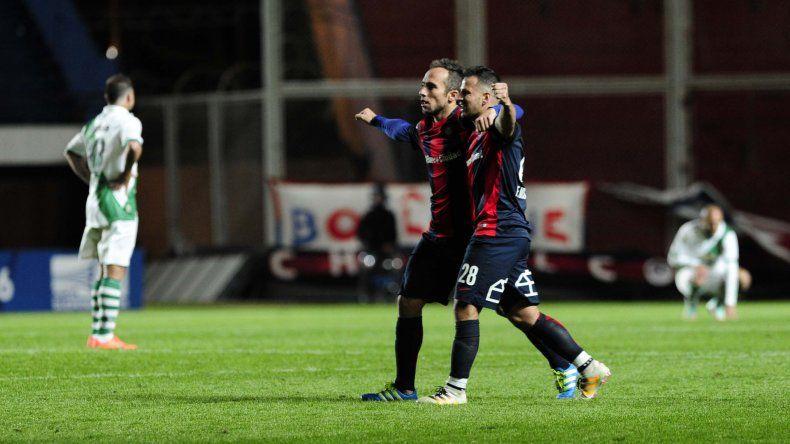 Festejos de los jugadores de San Lorenzo tras el triunfo sobre Banfield por la Copa Sudamericana.