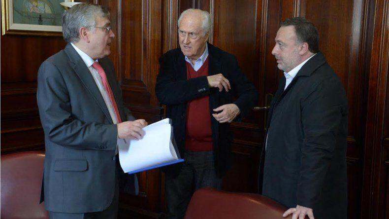 Avanza en el Senado el proyecto de Pais para que Malcorra explique las negociaciones con el Reino Unido.