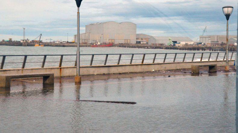 Fotos de la marejada en Comodoro Rivadavia. Norberto Albornoz / El Patagónico.