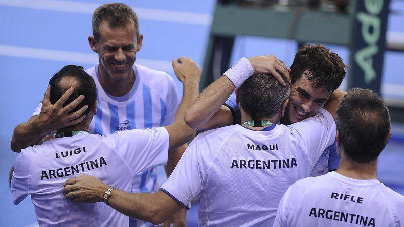El equipo argentino festeja el triunfo del bahiense Guido Pella
