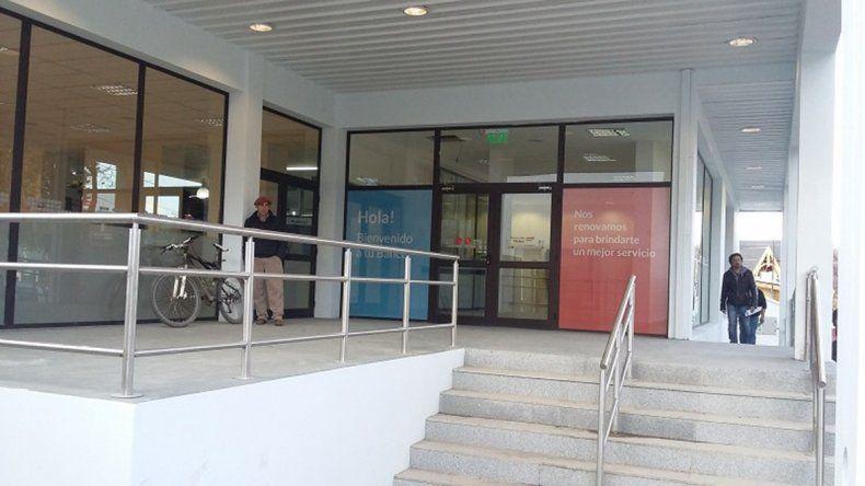 La sucursal Esquel del Banco Chubut fue remodelada y la ciudad cuenta con 5 nuevos cajeros automáticos.