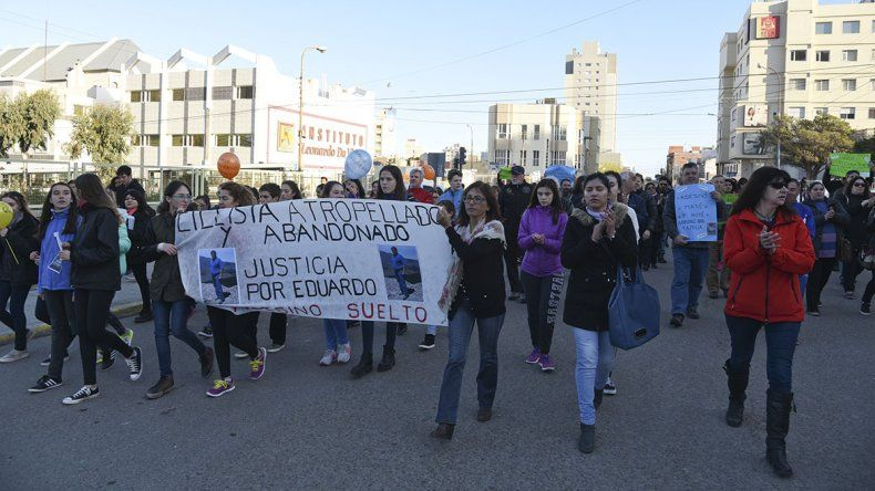 Más de 200 personas marcharon para pedir justicia por Eduardo Leguizamón