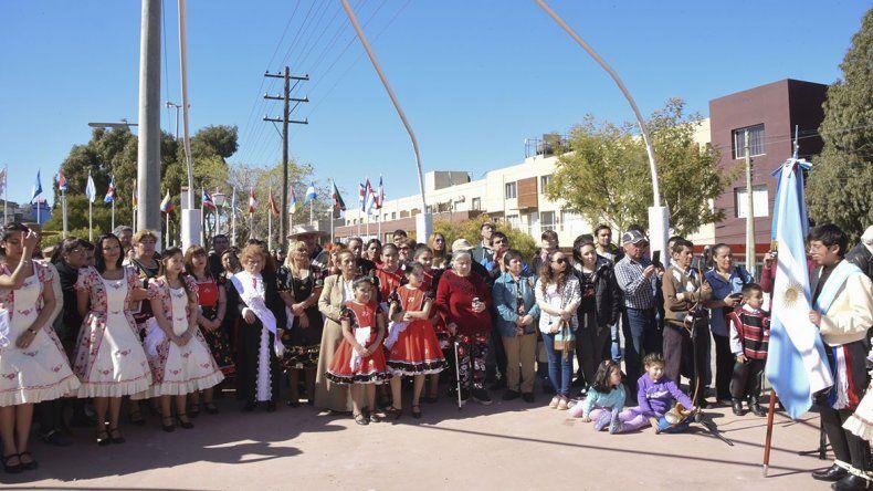 Los residentes chilenos celebraron la Independencia de su patria con un acto en el monumento del Abrazo de Maipú.