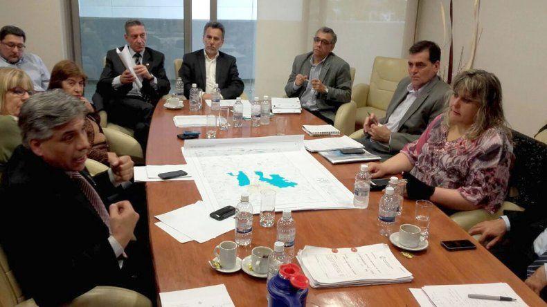 El encuentro que el ministro de Ambiente y el titular del IPA mantuvieron ayer con los integrantes de la Legislatura de Chubut.