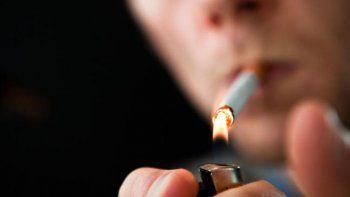 Fuma desde los 14 años y una tabacalera deberá indemnizarlo para que pueda tratar su adicción