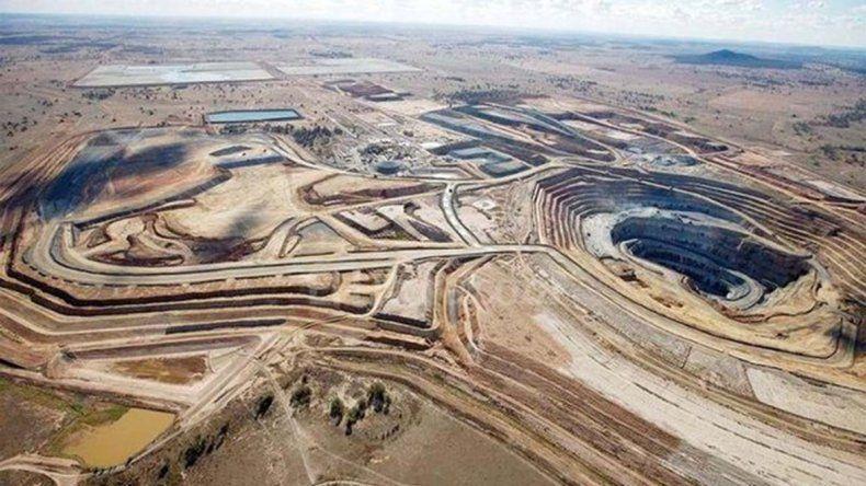 Suspenden actividades y denuncian la mina en Veladero.