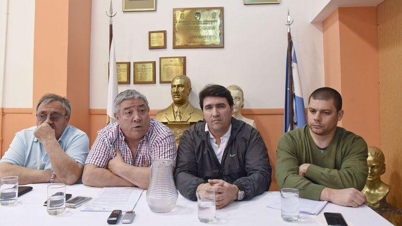 La conferencia de prensa que integrantes de la lista Azul ofrecieron ayer en Comodoro Rivadavia.