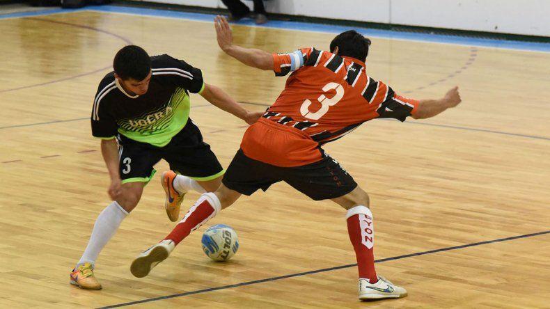 El fútbol de salón oficial se seguirá jugando esta tarde en dos gimnasios de la ciudad.