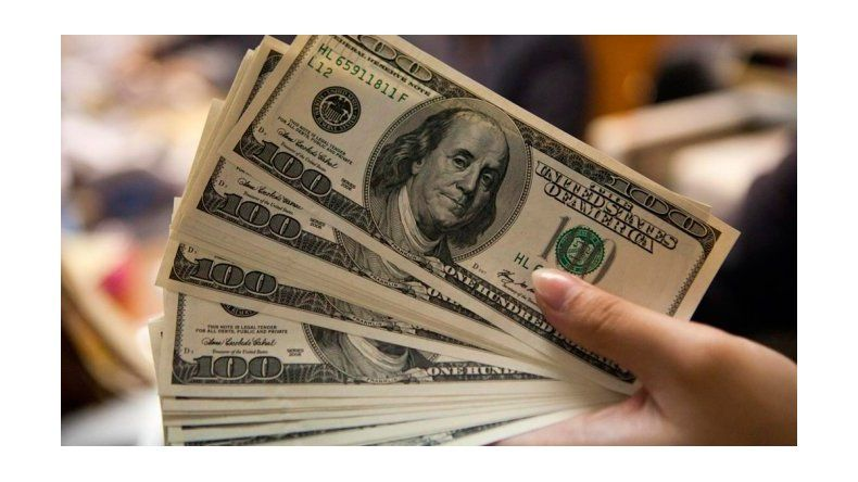 Desde que empezó la gestión de Macri, se vendieron u$s 25.728 millones para ahorro y turismo