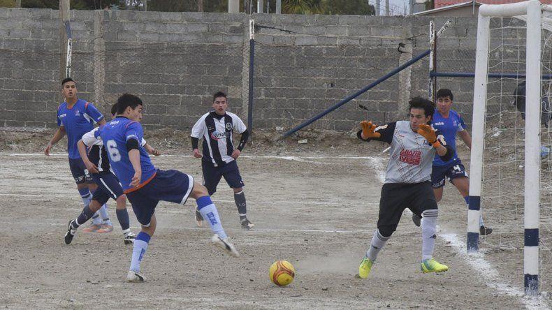 Fausto Viegas intenta ante el cierre de Claudio Quiroga