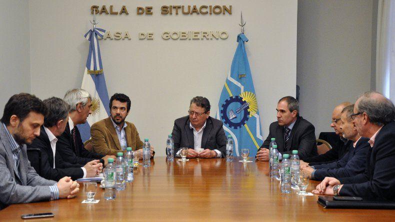 Provincia pidió a YPF incentivar la actividad y que se dé prioridad a los chubutenses