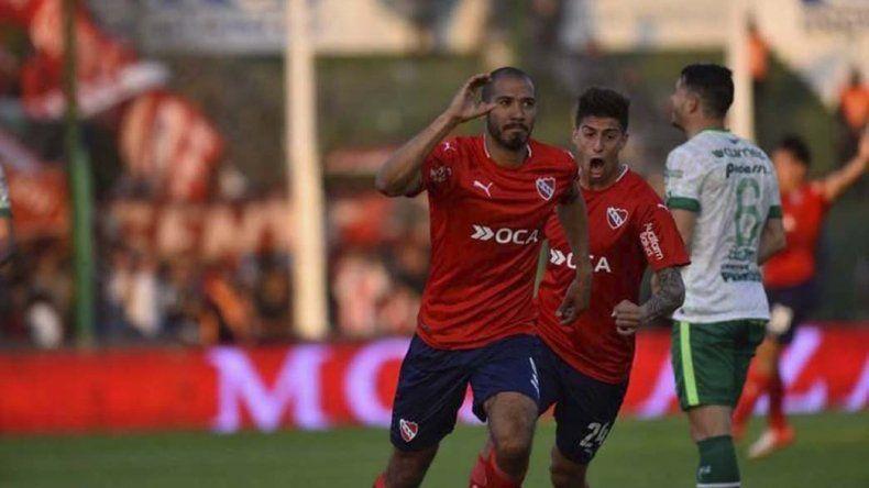 Diego Vera festeja su gol