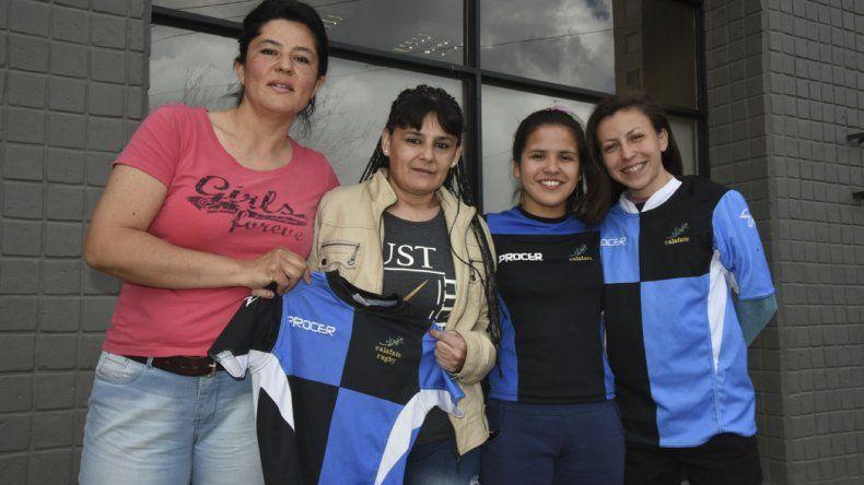 Las chicas de Calafate RC durante su visita ayer a Diario El Patagónico.