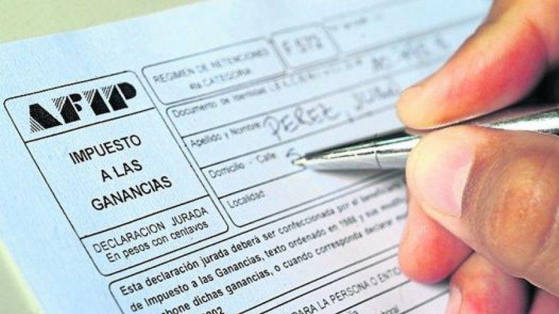 Analizan la posibilidad de eximir del impuesto a las Ganancias el medio aguinaldo