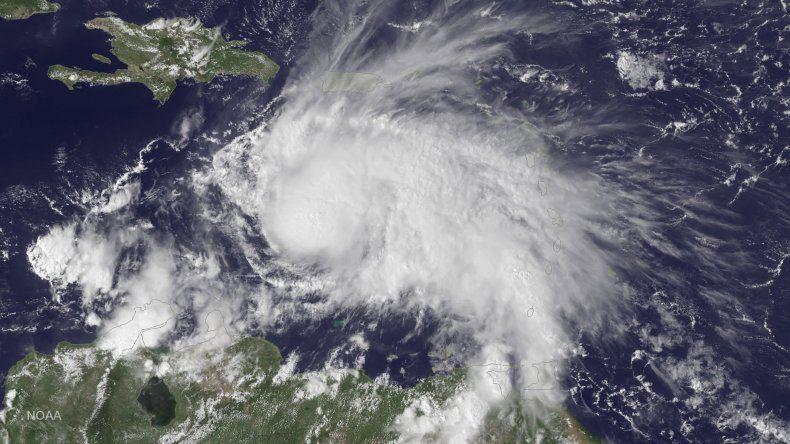 Hoy el huracán Matthew golpearía a Estados Unidos