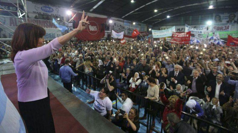 El acto fue convocado bajo la consigna por una democracia para siempre y un país para todos.