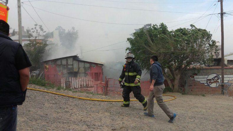 Feroz incendio consumió una vivienda en el Jorge Newbery