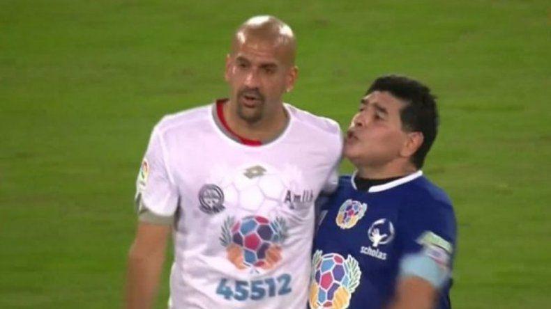 Insólito: Maradona y Verón se pelearon en el partido por la Paz