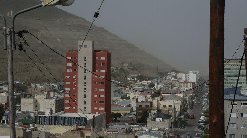 El viento se hace sentir en Comodoro. Foto: Mauricio Macretti / El Patagónico