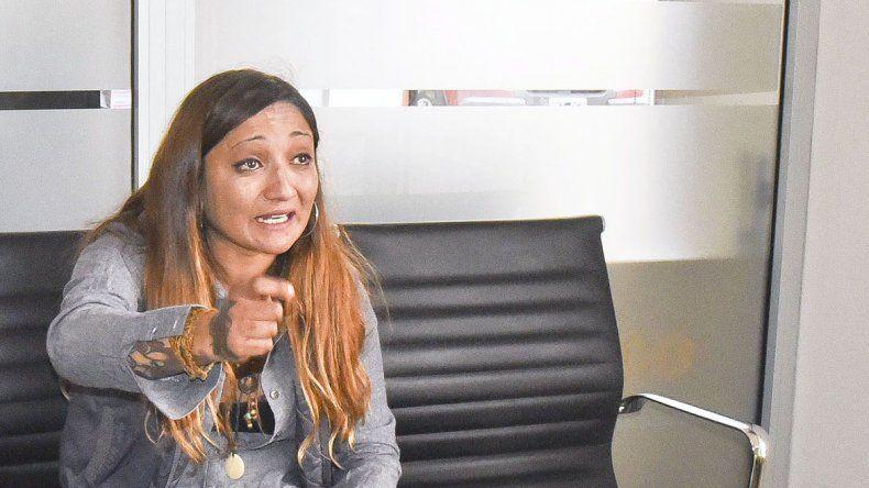 Débora Graciela Vega ayer se hizo presente ayer en la redacción de El Patagónico y desmintió la denuncia en su contra.