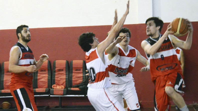 El torneo Clausura de básquetbol continúa con su desarrollo en las diferentes categorías.