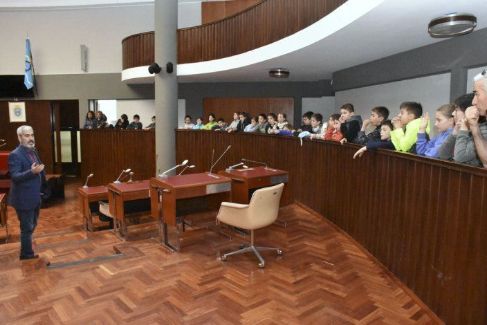 La legislatura abri las puertas a estudiantes del for Instituto puerta de cuartos